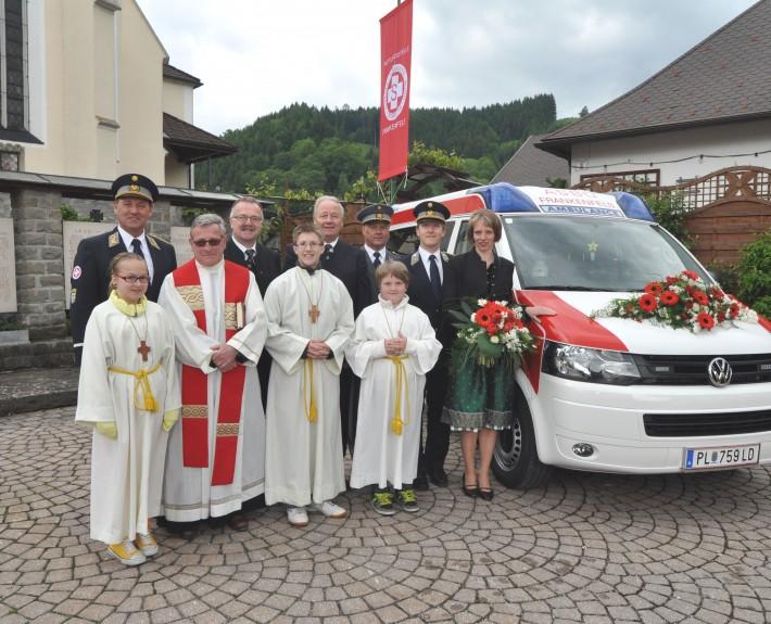 Fahrzeugeweihe 67/381 vor der Pfarrkirche Frankenfels