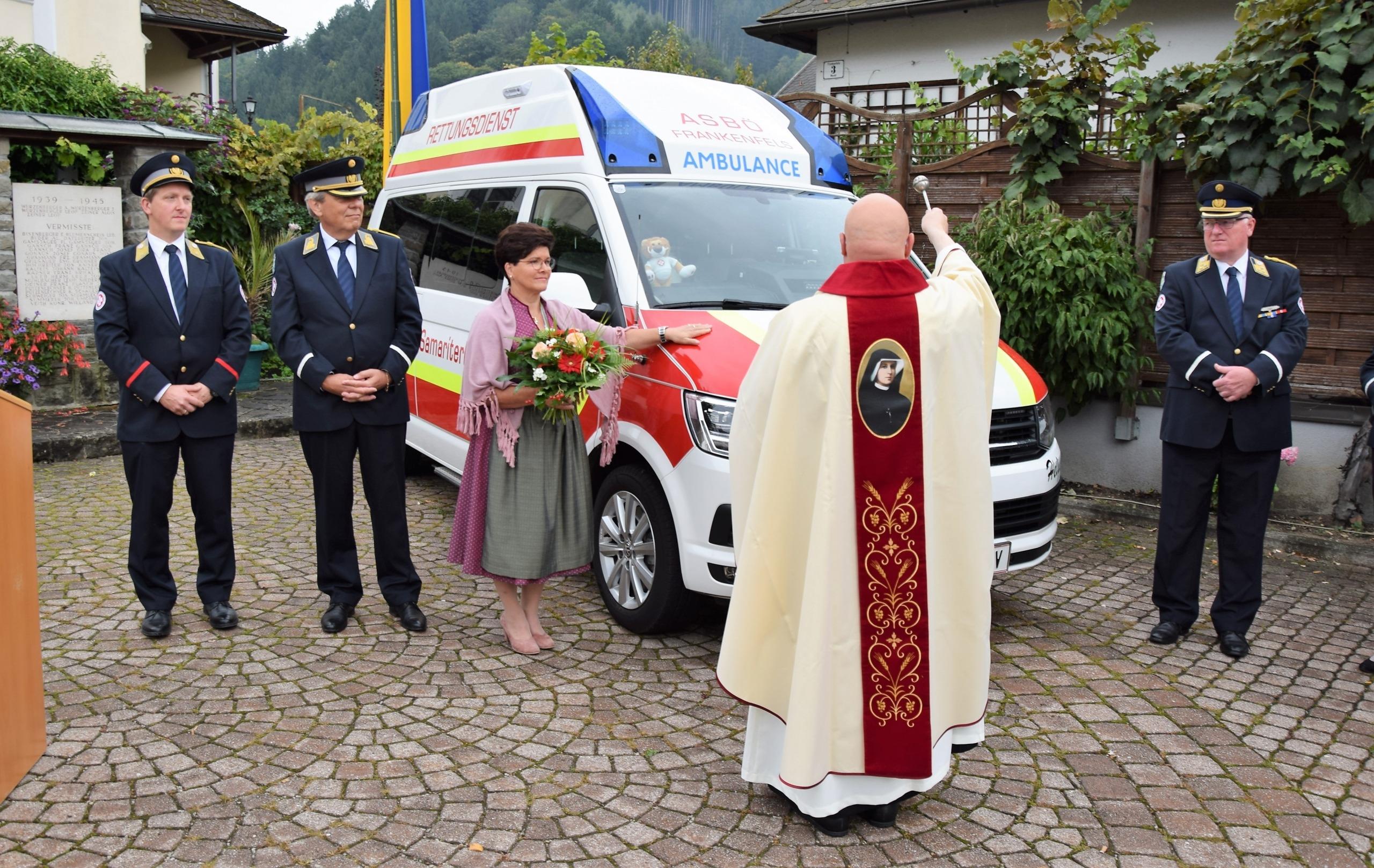 Segnung des Autos mit Patin Helga Kugler