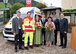 Gruppenfoto mit Fahrzeugpatinen und Bürgermeistern