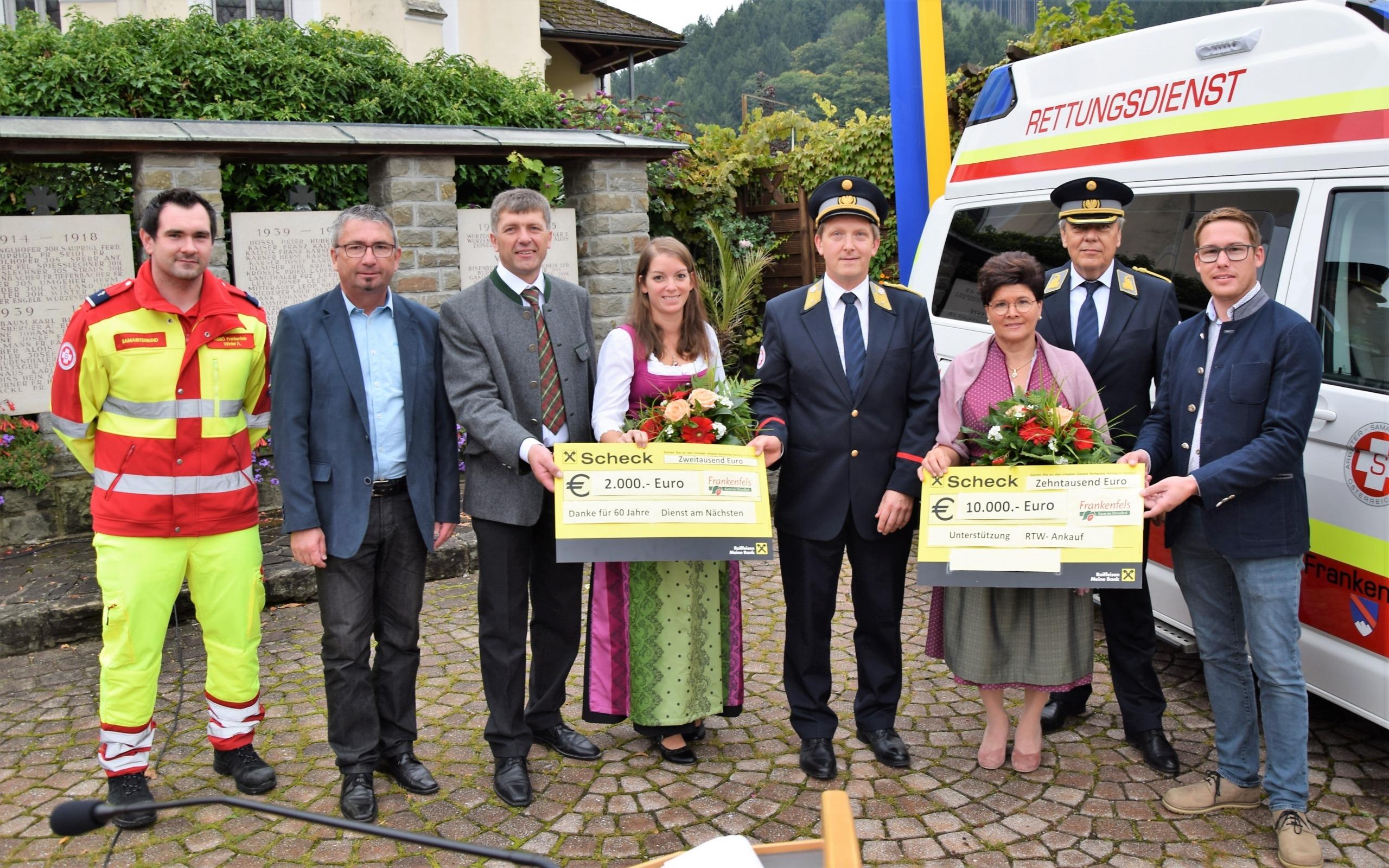 Übergabe der Schecks von Gemeinde an ASBÖ